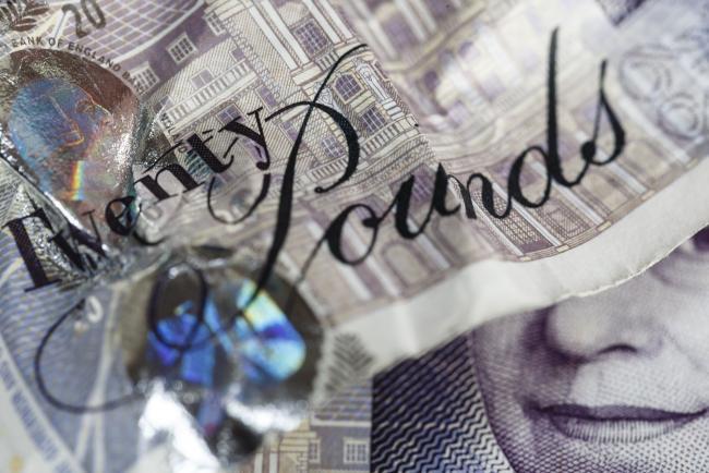 Pound on Longest Losing Streak Since May on BOE Easing Talk