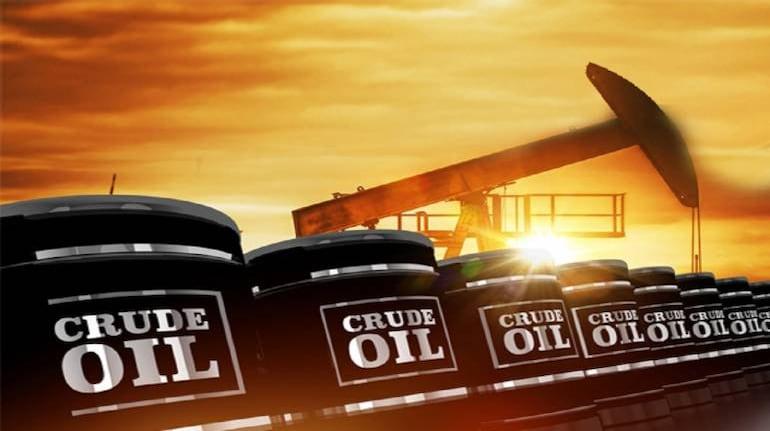 Oil glut trade on brink of a return; Brent crude falls below $40